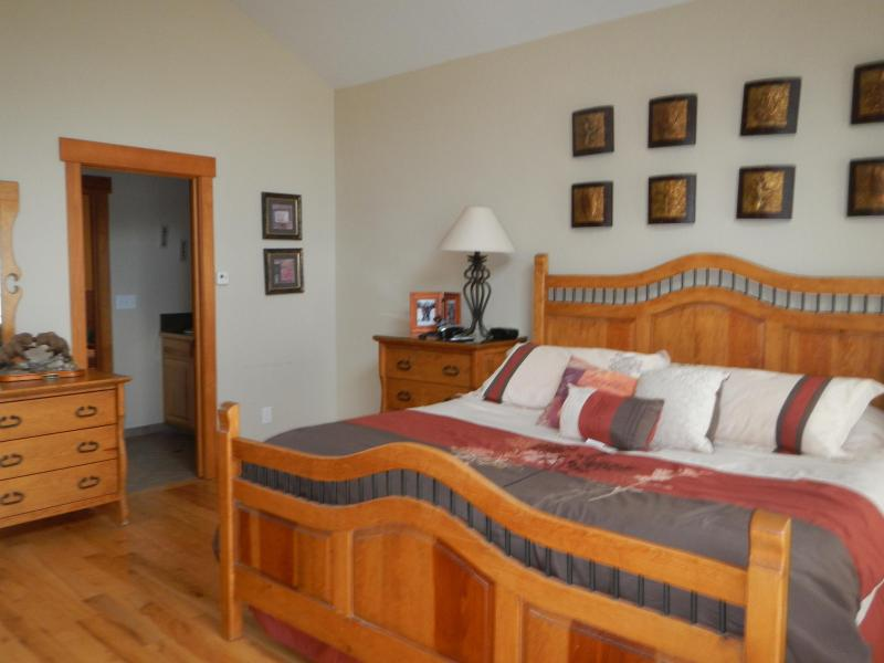 Master Bedroom - Beautiful Mountain Home close to 4 ski areas - Silverthorne - rentals