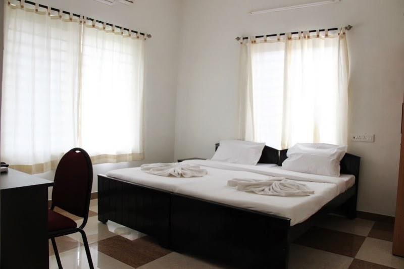 Deluxe Room-View - Corner Stay Serviced Apartment-Peelamedu-Deluxe Room 1-Pvt - Coimbatore - rentals