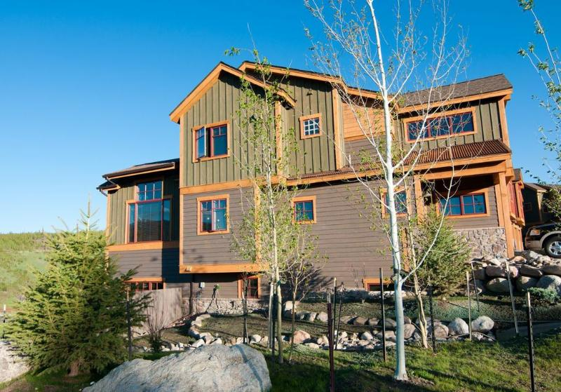 Wildernest's Finest Townhome-Hot Tub,Firepit,Bus - Image 1 - Silverthorne - rentals