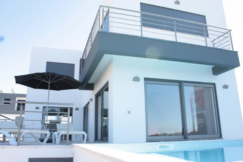 126495 - Stunning modern new build luxury villa - Very well appointed with pool - Sleeps 6 - Atalaia - Image 1 - Lourinha - rentals