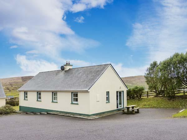 BEARA 4, single-storey, semi-detached cottage, pet-friendly, open fire, close to a sandy beach and Allihies, Ref 27857 - Image 1 - Allihies - rentals