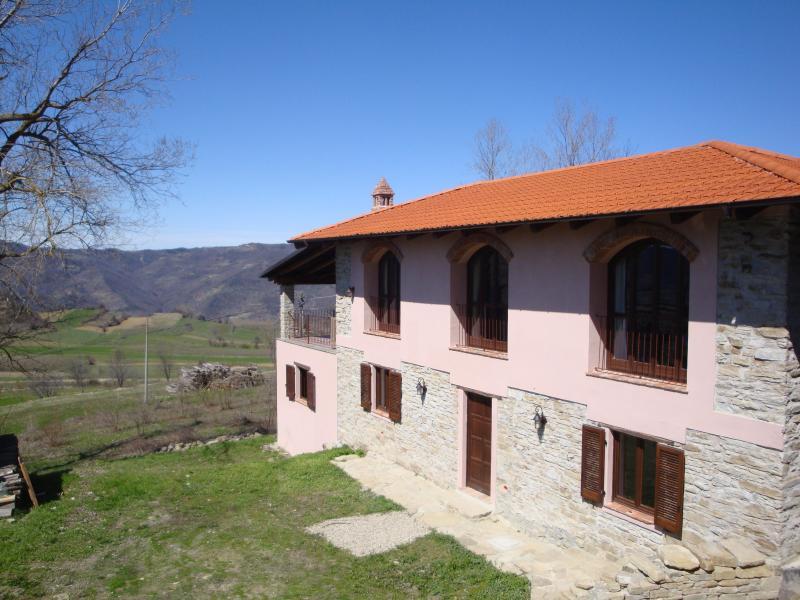 Langhe Farmhouse - Spacious farmhouse in tranquil village - Prunetto - rentals