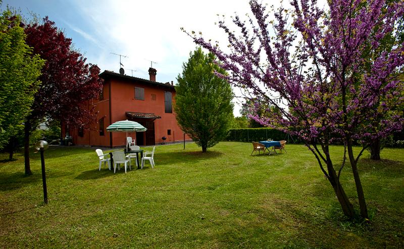 Welcome to TORRETTA RESIDENCE! Yard, private parking, free wifi, more. - RAFFAELLO - Own Park & Parking, WiFi - Bologna - rentals