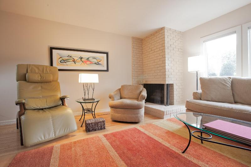 Living Room - Comfortable, quiet, mid-century-Pac Heights - San Francisco - rentals
