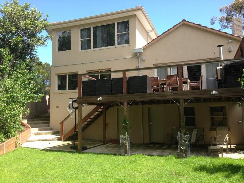 Back of house with the deck - Large home with gorgeous park views, close to city - Melbourne - rentals