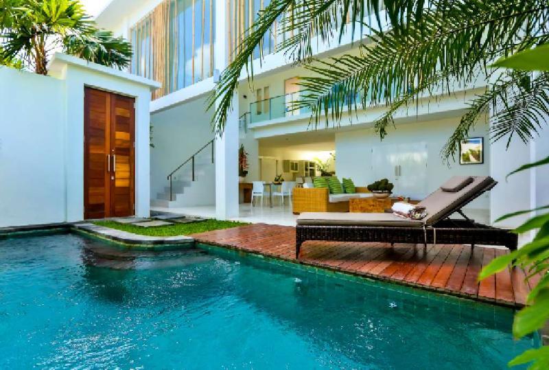 Tropical open plan living at its best - Luxury modern 3 bedroom villa Seminyak, Bali - Bali - rentals