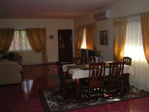 Living room w. dining table - Vacation house in Lanang, Davao City, Philippines - Davao - rentals