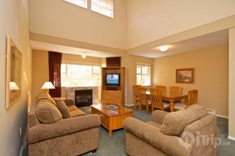 Spacious and impressive living room - Glacier Lodge spectacular condo with loft sleeps 6, unit 334 - Whistler - rentals