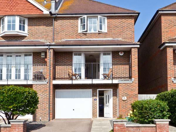 SEASCAPE, coastal cottage, set over three floors, off road parking, garden, in Bexhill-on-Sea, Ref 21166 - Image 1 - Bexhill-on-Sea - rentals