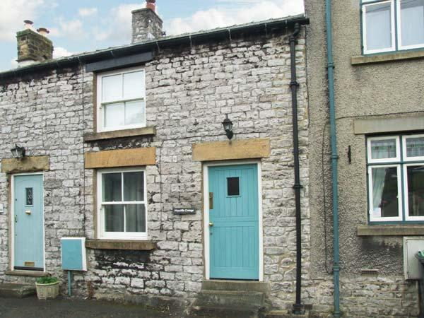 WYECLIFFE COTTAGE, character cottage with woodburner, patio, close to amenities and walks, in Tideswell, Ref 27238 - Image 1 - Tideswell - rentals