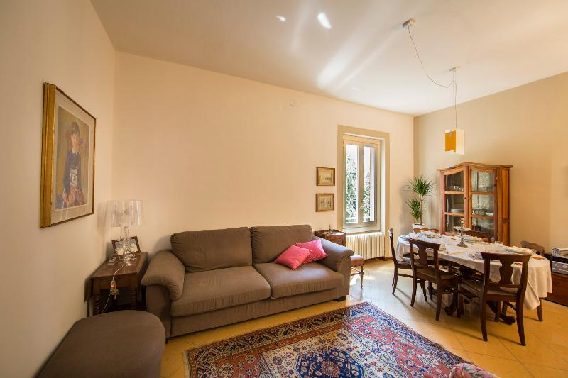 Welcome to MARGHERITA PARK! This is the light-and-bright, roomy livingroom. - MARGHERITA PARK – Exclusive, Historical Center, Parkview - Bologna - rentals