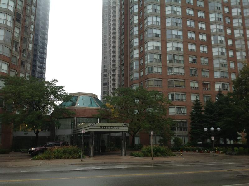FRONTAL VIEW/ENTRANCE - OXFORD FURNISHED APARTMENTS MISSISSAUGA, CANADA, 1 - Mississauga - rentals