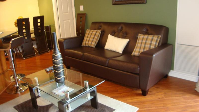 Living room with full-sized sofabed - Luxury Suite Available in the Heart of Mississauga - Mississauga - rentals