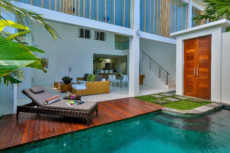 Tropical open plan living at its best - Luxury modern 2 bedroom villa Seminyak, Bali - Bali - rentals