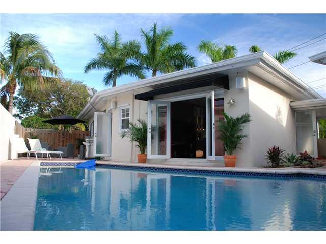 Tropical Pool Home, centrally located,tastefully decorated! - Image 1 - Fort Lauderdale - rentals