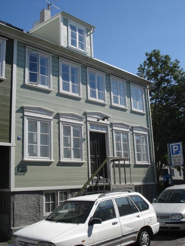 Perfect location!! Beautiful 2 bdr Briet Apartment! - Image 1 - Iceland - rentals