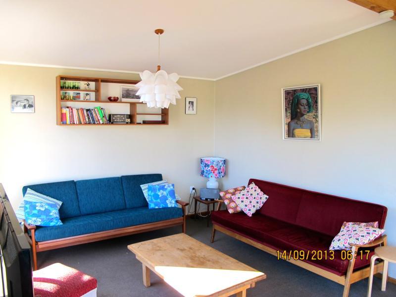 Living area (reverse view) - Family Friendly Bach (WanakaRetroBach) - Wanaka - rentals