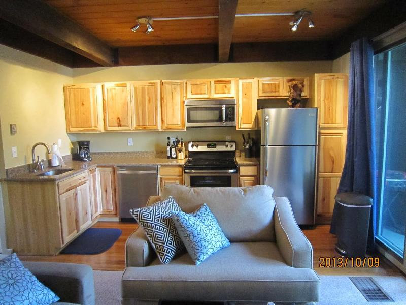Remodeled Kitchen Open Concept - Breckenridge Condo- Walk to Lifts and Town - Breckenridge - rentals