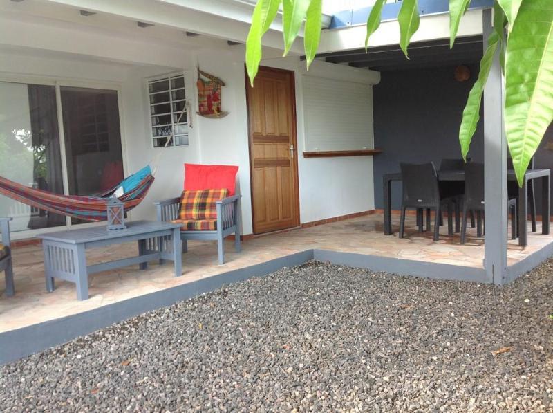 vue du gîte ses terrasses et sa cour - Gîte Mango 4**** La Maison Calebasse 2 personnes - Saint-François - rentals