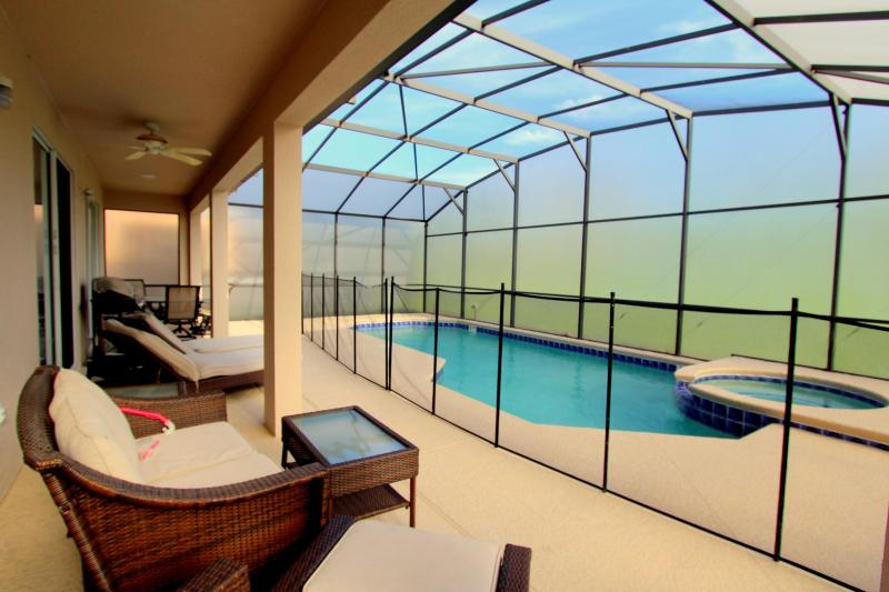Private Heated Pool/Spa with privacy screen - Elegant 8 Bedroom Private Heated Pool/Spa Villa Near Disney - Kissimmee - rentals