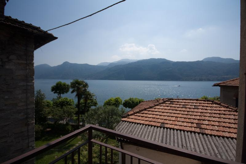 Lake View from terrace - Lake shore apartment with beach in Lierna - Lierna - rentals