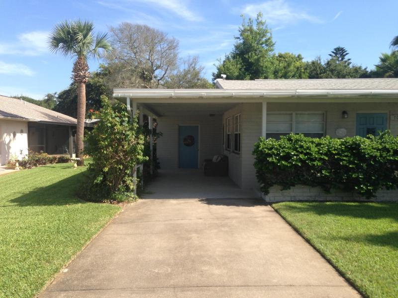 Ocean Avenue Charmer one block to the beach - Image 1 - New Smyrna Beach - rentals