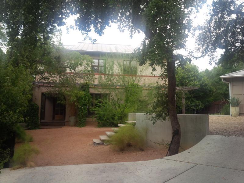 Entryway - Modern Private Downtown Retreat, walk to Zilker - Austin - rentals
