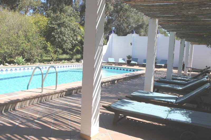 Pool Terrace, equipped with Sunbeds - El Chozo - romantic+peaceful with pool, near beach - Costa de la Luz - rentals