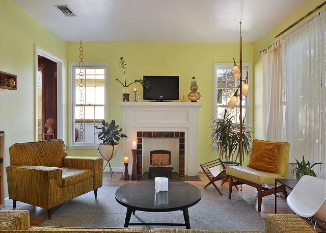 Common Area - 2BR Stylish Mid-Century Home 1 Block from Town Lake.  Great F1 Location! - Austin - rentals