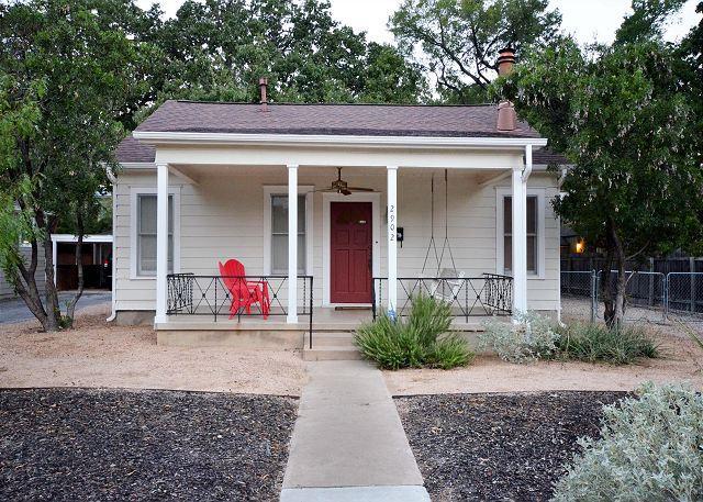 Frontyard - 2BR/1BA Prime East-Side Downtown near UT & Hip Manor Row - Austin - rentals