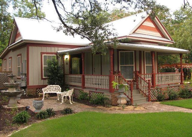 Front Yard - 2BR/2BA Historic South Austin Home - Austin - rentals