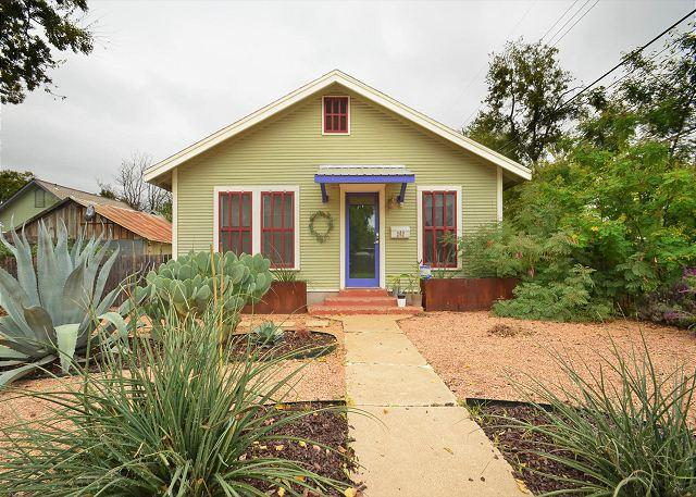 Our Home - 2BR/1BA East Side Bungalow minutes from Rainey Street - Austin - rentals