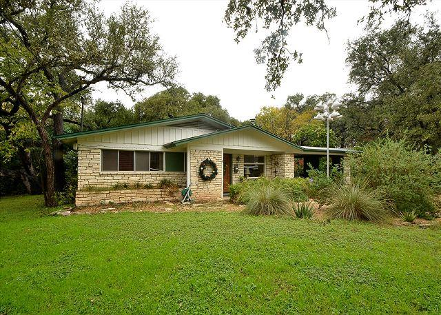 Exterior Front - 4BR/2BA Huge August discounts Home With Hot Tub, Putting Green & Close Zilker - Austin - rentals