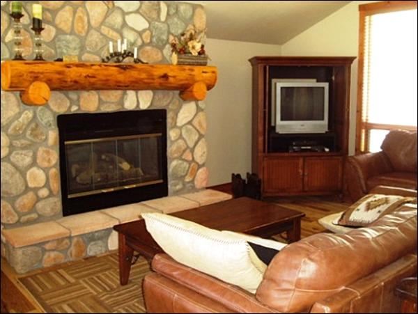 Living Room Includes Leather Furnishings and a Gas Fireplace - Cozy & Inviting Townhome - Stone & Timber Finishes (1384) - Crested Butte - rentals
