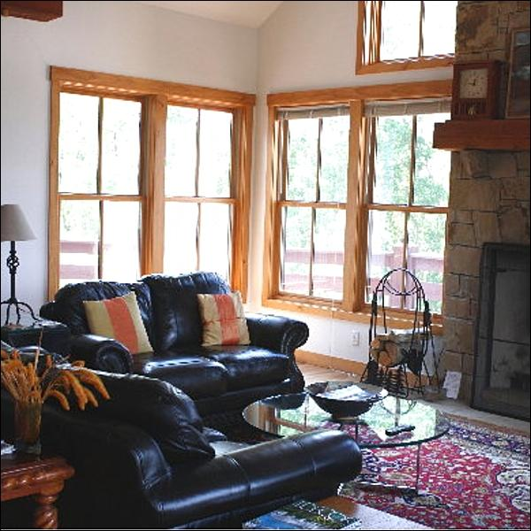 Wood-Burning Fireplace, Flat-Screen TV, and Leather Furnishings in the Living Room - Stylish & Welcoming Home - Tasteful Decor & Antique Furnishings (1385) - Crested Butte - rentals