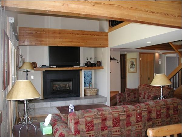 Living Room Includes a Gas Fireplace and Flat-Screen TV - Comfortable, Convenient Condo - Great for Two Families (1391) - Crested Butte - rentals