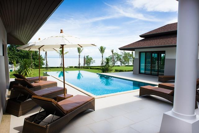 Outside patio, infinity swimming pool and sea view. - Truly Luxurious Villa Koh Chang right on the sea - Koh Chang - rentals