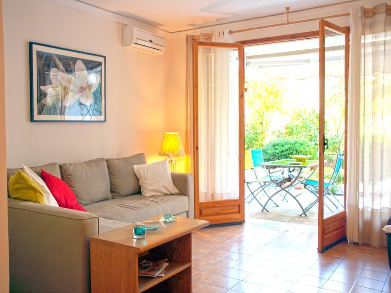 A Charming Apartment next to Vouliagmeni Beach - Image 1 - Vouliagmeni - rentals