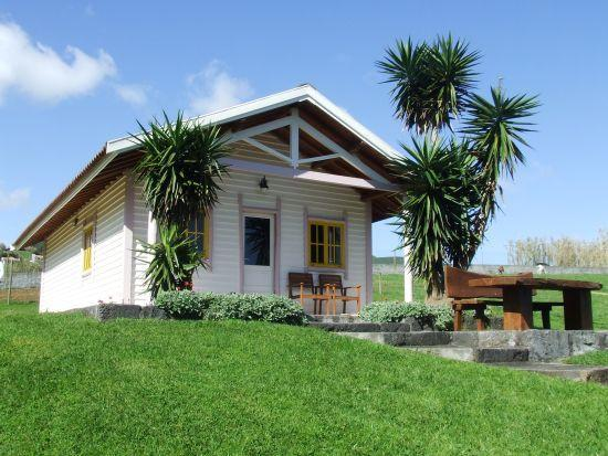The cabin with log bench and table in front - Casa da Praia cabin -  close to a sandy beach - Horta - rentals