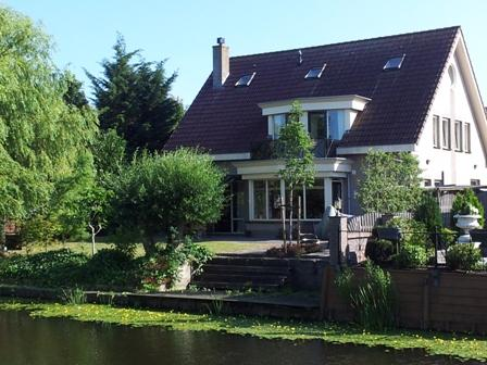 back of the villa with garden on the water - Golf and Recreation in Historical Volendam - North Holland - rentals