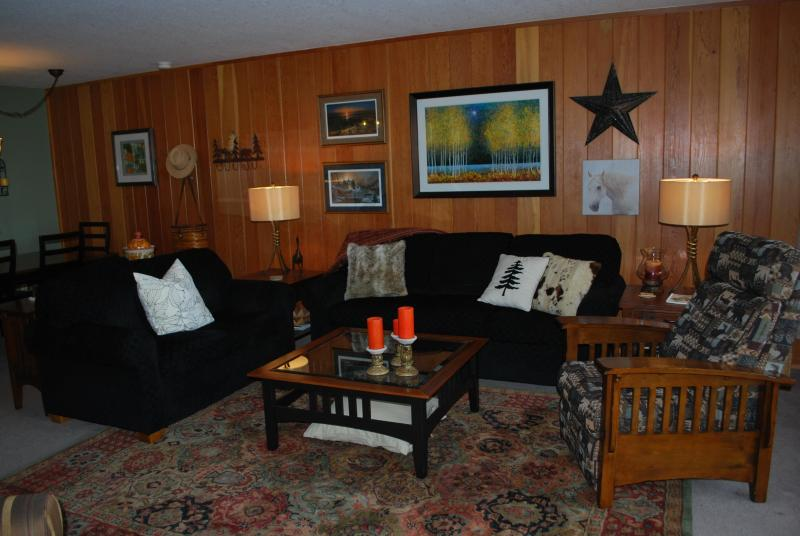 Comfortable and spacious great room - Spacious Condo with Awesome Views!! - Keystone - rentals