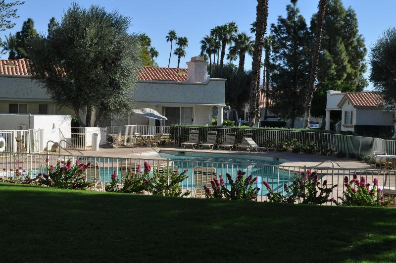 pool just steps away - 3 bedroom palm desert condo, Desert Falls - Palm Desert - rentals