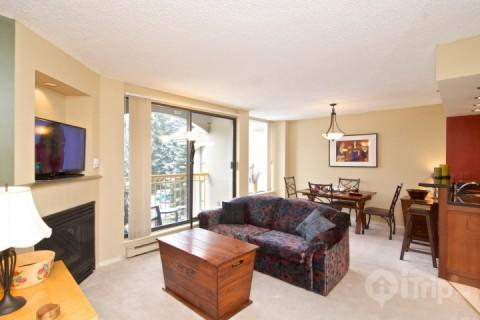 Lovely bright living room with sofa bed - Ski in Ski out 1 Bedroom spacious condo at The Marquise, unit # 514 - Whistler - rentals