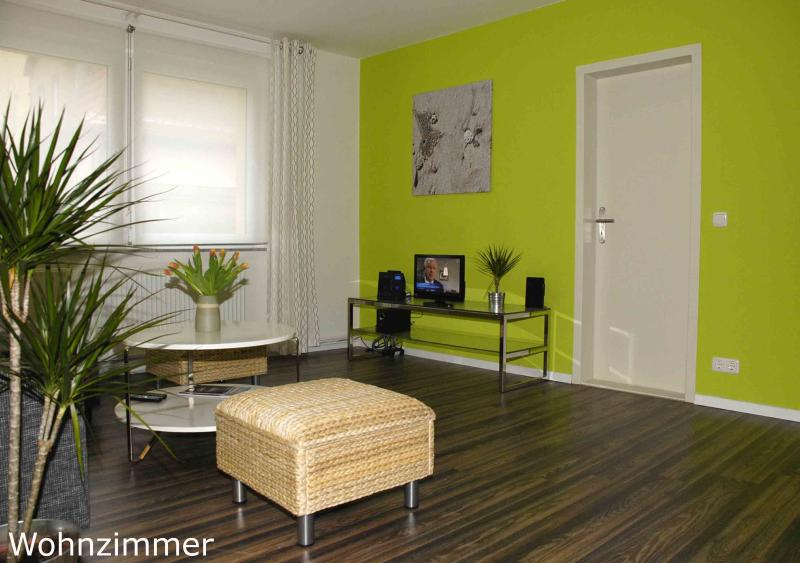 Living Room - Experience Berlin in Beautiful 1 Bedroom Cottage - Berlin - rentals