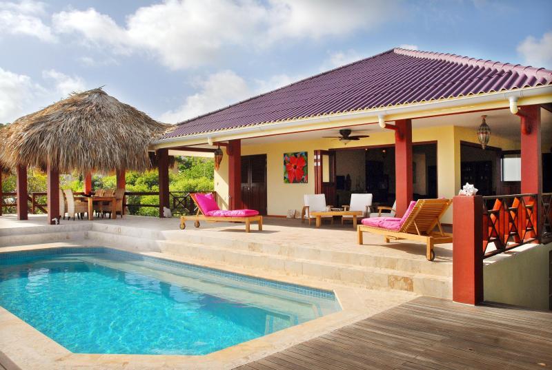 Porche, sundeck, gazebo and large pool. - Villa La Vita è Bella with wide oceanview - Kralendijk - rentals