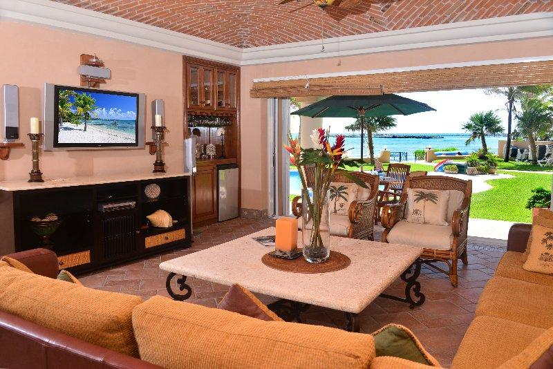 Casa Palmilla Living area - Beachfront Casa Palmilla -Quinta del Sol 120 - Puerto Aventuras - rentals