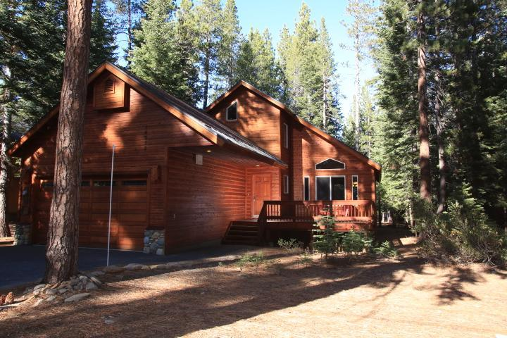 Easy Access, Flat Generous Driveway, One Level with Loft, Front and Back Decks - Tahoe Donner ALL SEASON Getaway - Truckee - rentals