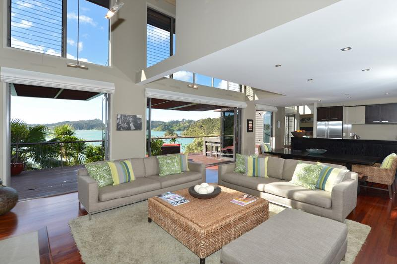 Lounge / open plan living - Wharekaha Absolute Waterfront - Russell - rentals