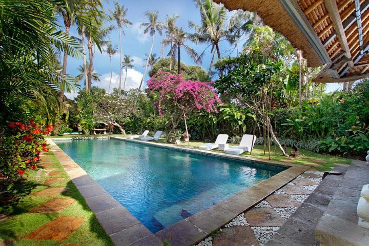 17-meters long swimming pool. - Fantasyland holiday villa near the beach. - Sanur - rentals