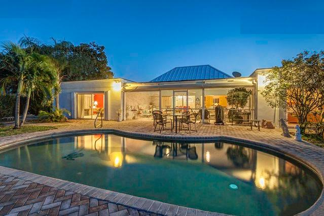 It is very peaceful at night. - Big House w/ Pool and Dock One Block From Beach - Riviera Beach - rentals